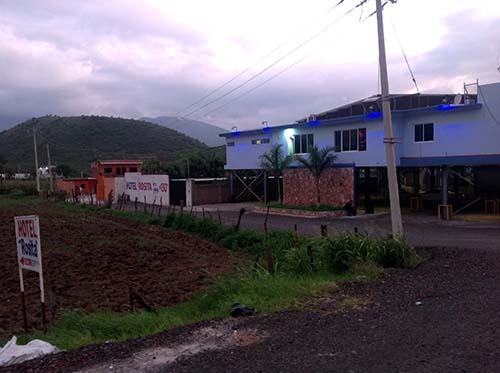 Mat a su cu ado en ixtl n el regional for Motel el marquez