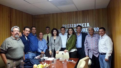Empresarios hoteleros del sur en una reunión con los diputados de la Comisión de Gobierno | Foto: Andrés Montero F.