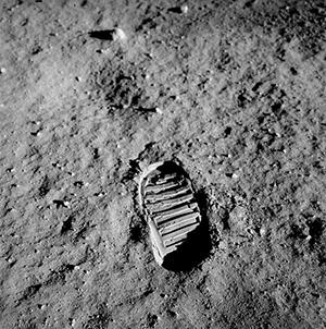paso del hombre en la luna