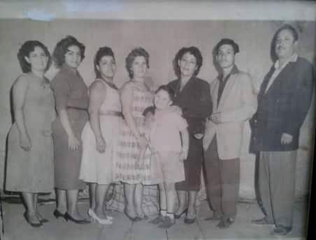 Familia Cervantes Rodríguez del Teatro Ofelia | Foto: Facebook.