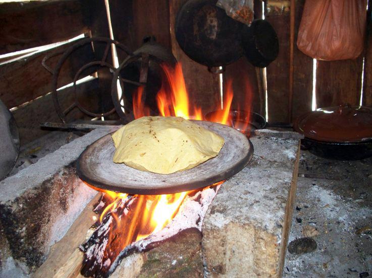 Tortillas hechas a mano toman fuerza en los hogares - Cocinas hechas a mano ...